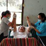 2 ผู้เฒ่าพิการปลื้ม หลายหน่วยงานพื้นที่สัตหีบช่วยเหลือดูแล